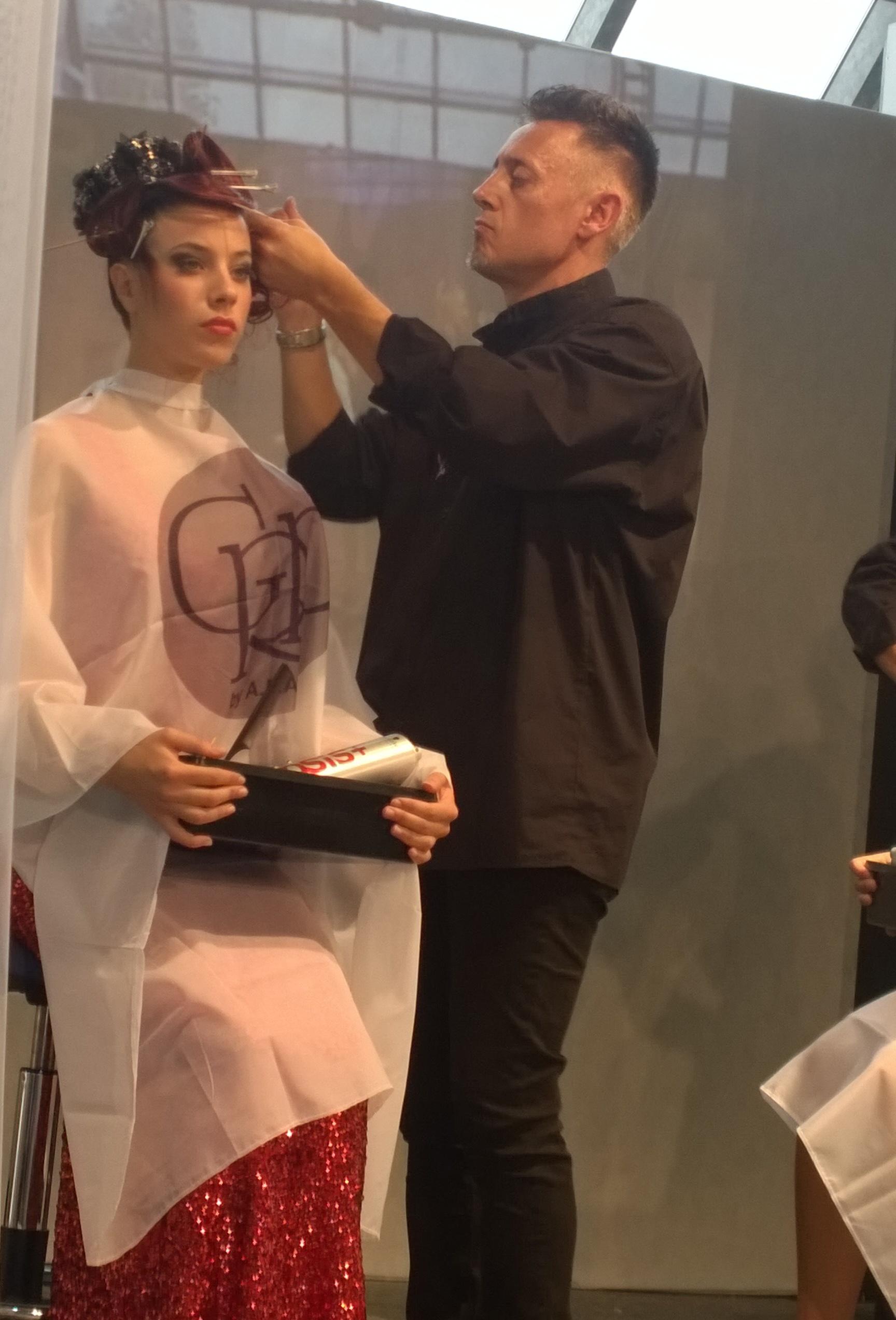 Il maestro del GRP Anam Giuseppe Francia al lavoro su di una modella - Carrara 4 ottobre 2015